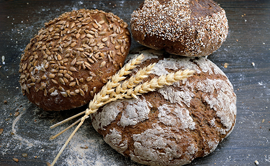 Clean label protein premixes for bread products